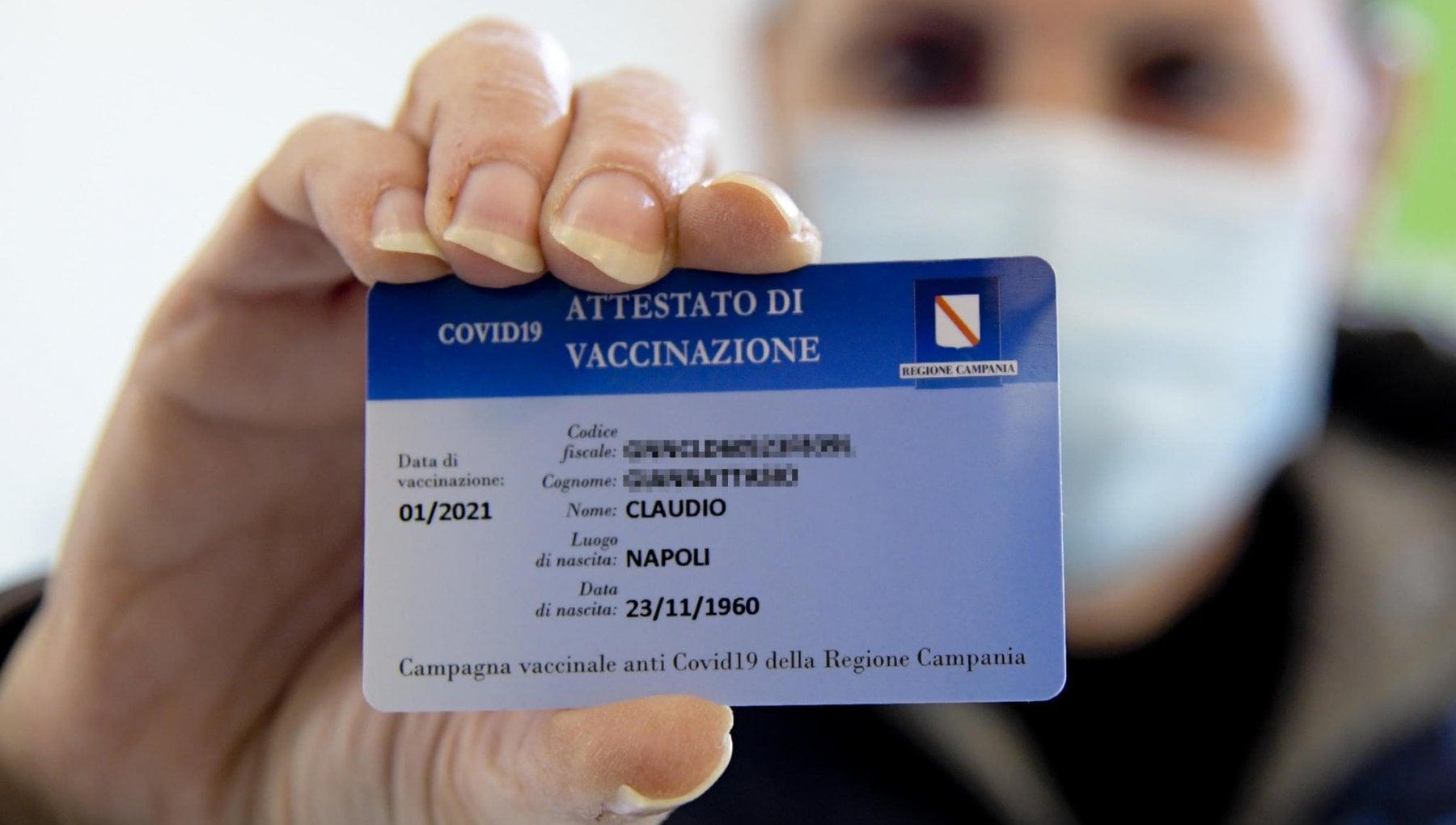 Il certificato vaccinale o green pass è il documento che serve per spostarsi liberamente, già è pronto