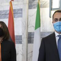 """Libia, la ministra degli Esteri all'Italia: """"Riaprite gli aeroporti ai nostri voli"""""""