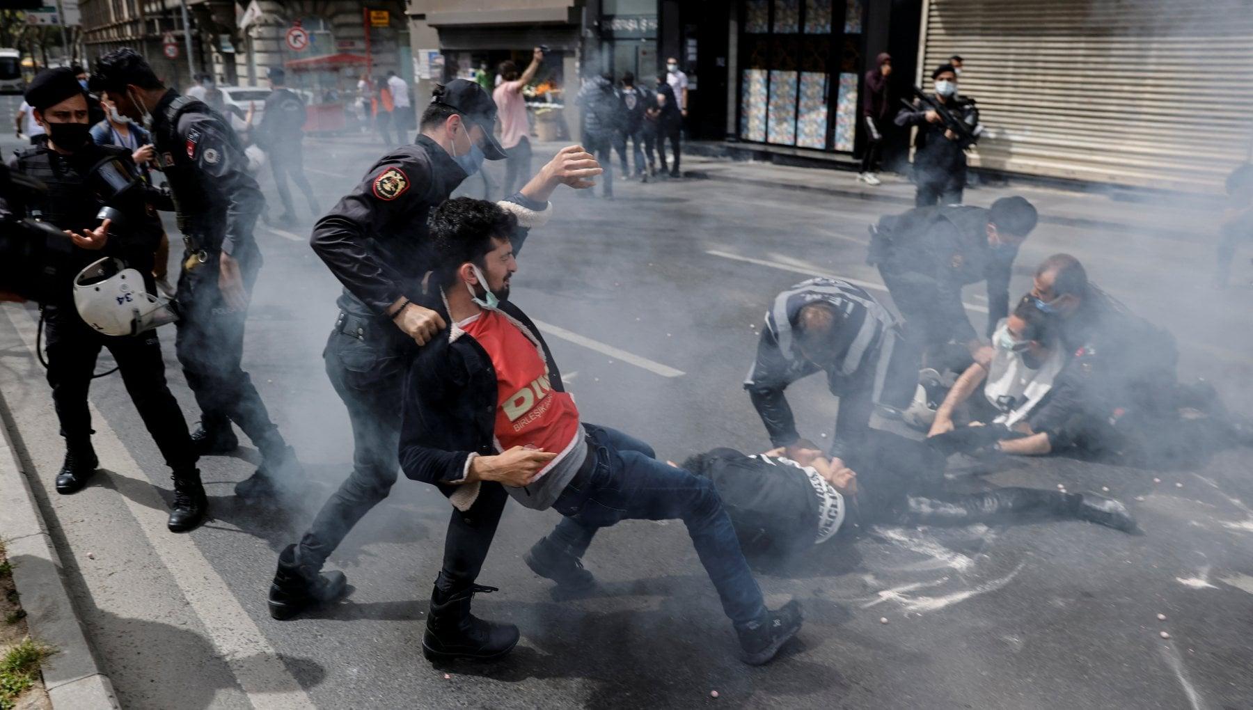 085936979 8ae8b1c6 030f 417b a6d7 40d98d291712 - Turchia, centinaia di arresti nelle manifestazioni del Primo maggio
