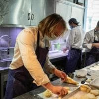 Parigi, gli chef gourmet cucinano per gli studenti in crisi