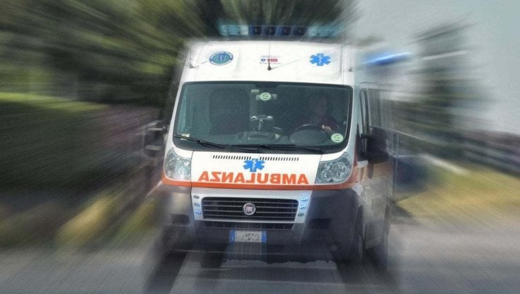 Treviso, grave operaia rimasta impigliata in un macchinario e salvata dai colleghi