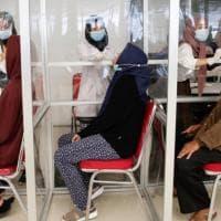 Indonesia, stick lavati e riutilizzati per fare i tamponi anti Covid ai passeggeri....