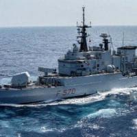 Libia, la guardia costiera spara contro pescherecci italiani: ferito il comandante...