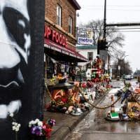 Caso Floyd, i quattro ex agenti incriminati per violazione dei diritti civili