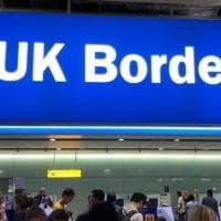 Regno Unito, il caso degli immigrati europei e italiani fermati alla frontiera e detenuti