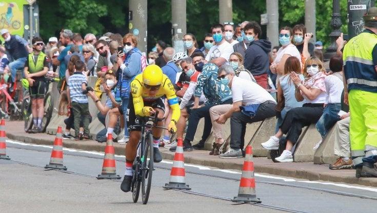 Rispetto delle regole e amore per il ciclismo, così la gente si è ripresa il Giro