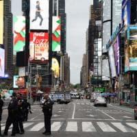 New York, spari a Times Square tra la folla: ferite tre passanti, tra le quali una...