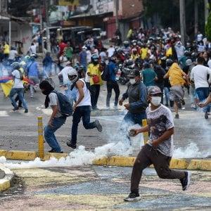 124515753 7ea0f2b0 7f5b 4e12 8a35 05261318e7ba - Colombia, a Cali il governo schiera l'esercito contro le proteste
