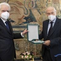 """L'appello di Piero Angela: """"Serve il bis al Quirinale l'ho chiesto a Mattarella"""""""