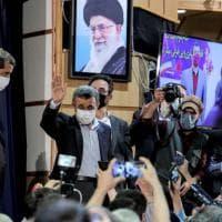 Iran: Ahmadinejad ci riprova, si candida presidente. Zarif invece rinuncia