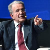 """Vaccini. Prodi capofila del fronte italiano per i brevetti liberi: """"Nessun profitto dalla..."""
