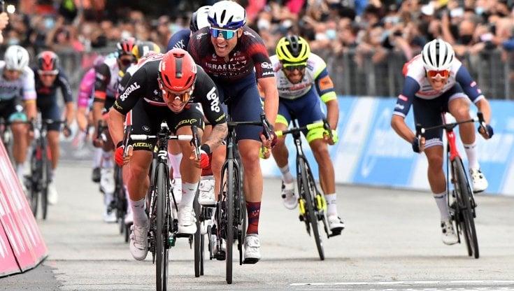 Ciclismo, Giro dItalia:  Ewan fa il bis allo sprint. Valter resta in maglia rosa