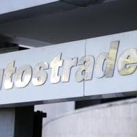 I manager di Autostrade si aumentano lo stipendio prima della vendita alla Cdp