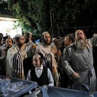 Gerusalemme, per la calca crolla la tribuna in sinagoga: finisce in tragedia la festa di...