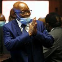 Sudafrica, Zuma cambia tattica: va alla sbarra per corruzione e frode e si proclama...