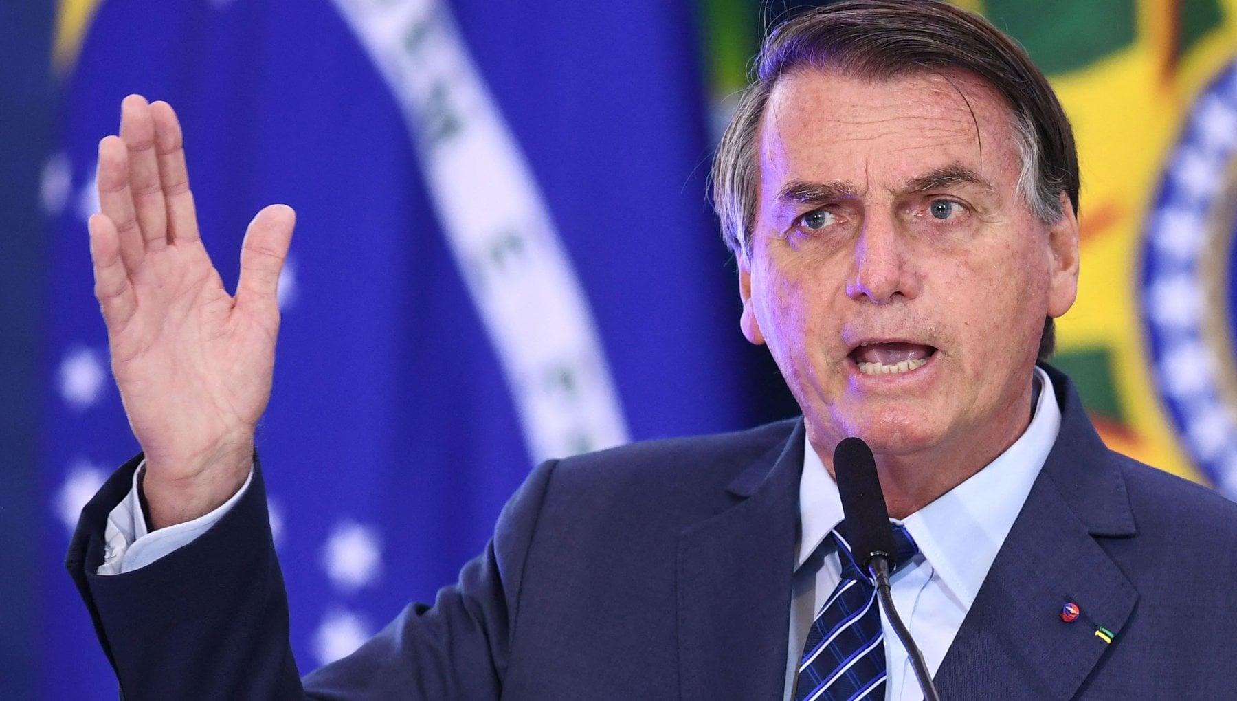 024251132 0c247278 aaa1 4e60 a016 abd872f9c646 - Brasile: multa a Bolsonaro per assembramento senza mascherina