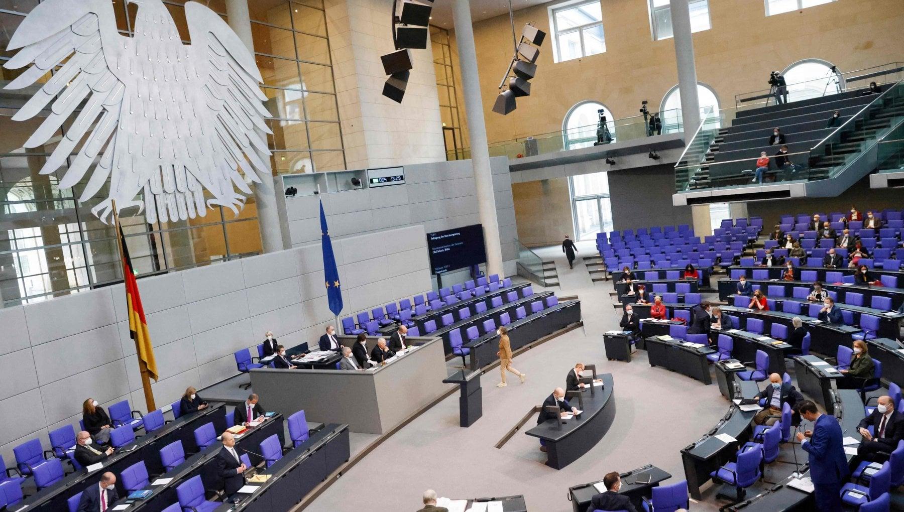 """115526028 2b0f9489 8a84 4c27 8089 abf493f8fa0e - Germania, il Bundestag assegna 400 mila euro all'associazione dei """"nemici delle donne"""""""