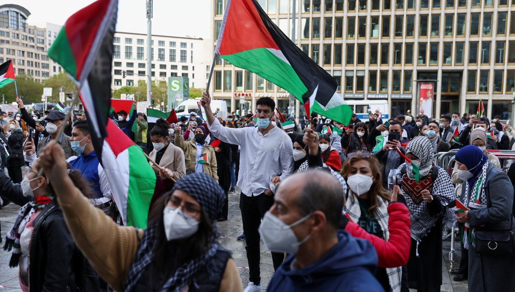 "182702736 97072956 6dc1 4d35 87a9 58d40669c089 - Germania, Merkel condanna la deriva antisemita dei cortei filo-palestinesi: ""Punire i responsabili"""