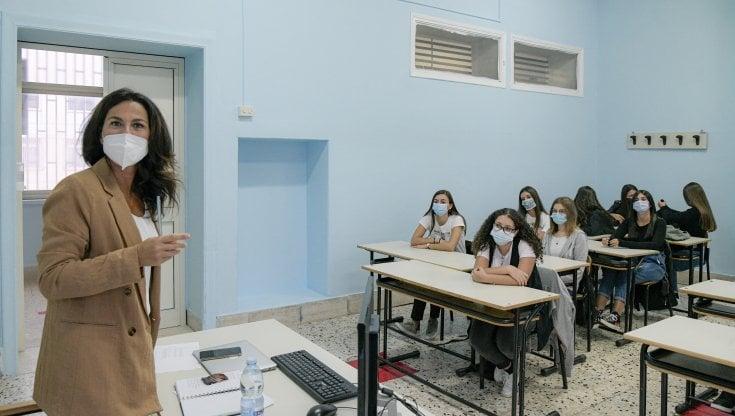 Scuola, più ore di insegnamento per i docenti ma nessun compenso aggiuntivo. La Uil:...