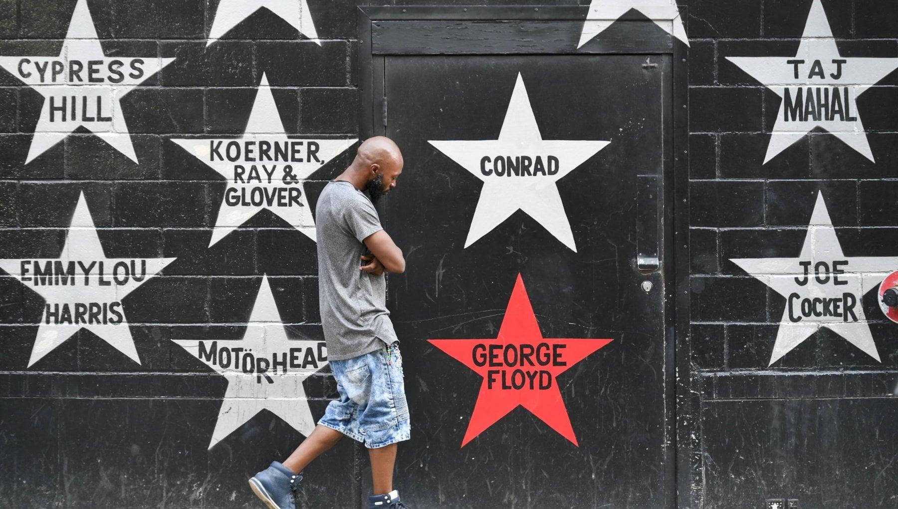 101937367 569c0e79 c140 4f52 859d ad2885042ba0 - Un anno dopo la morte di George Floyd, l'America si interroga sul razzismo: le conquiste di Black Lives Matter e la polizia che non cambia