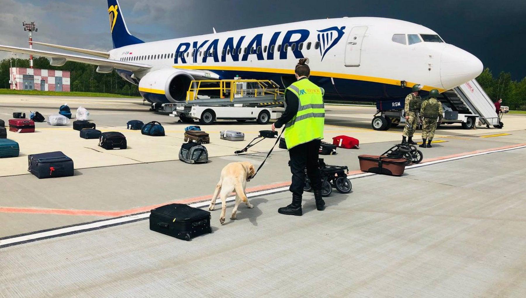 """144434480 d969cb20 249f 4507 958b 3f1f13c6263e - Dirottamento Ryanair, la Russia: """"Per la caccia Usa a Snowden anche l'aereo di Morales fu bloccato a Vienna"""""""