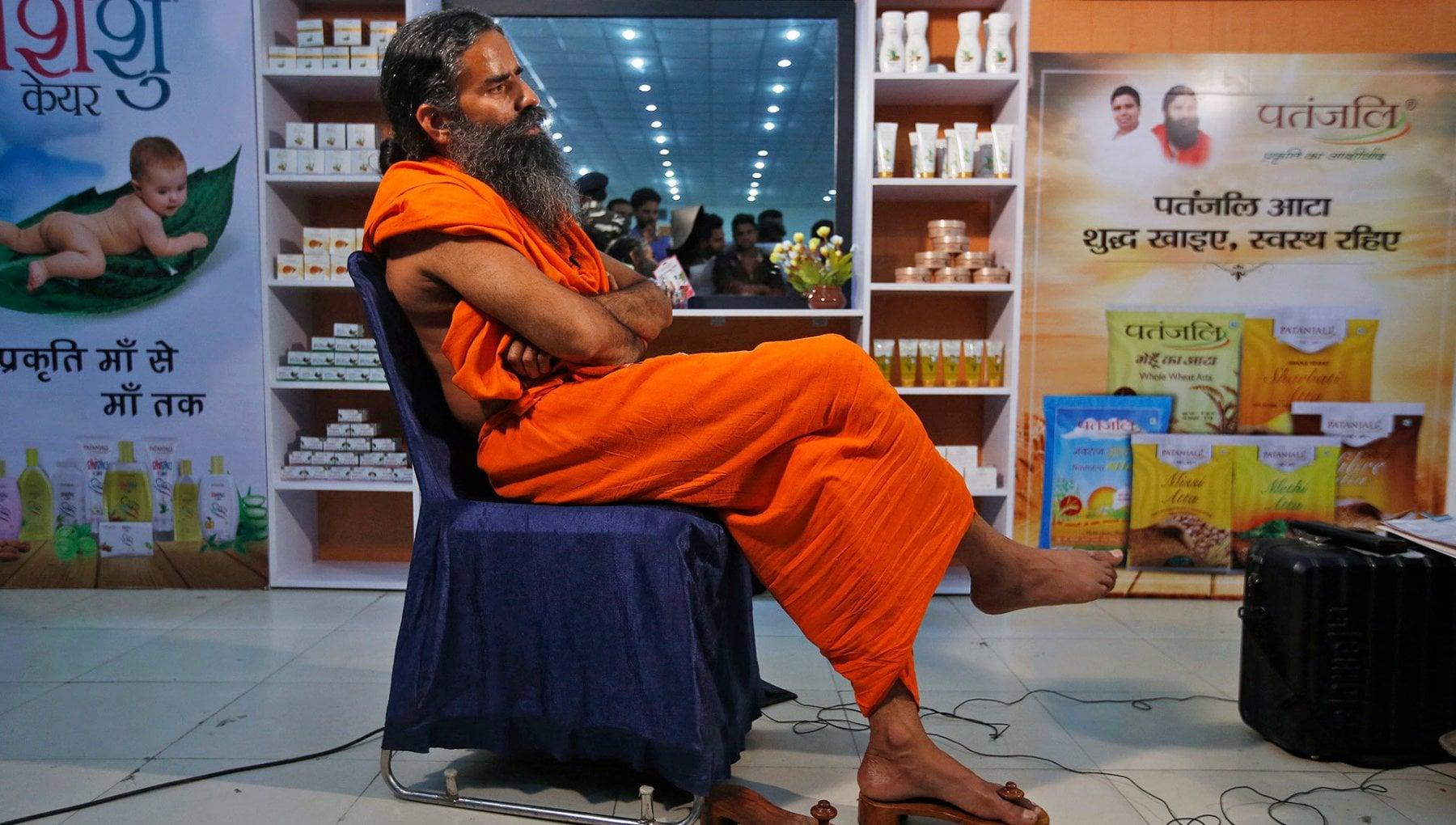"""171220751 fe17592e 1e71 4f5f ab11 9fa9a9292551 - Nell'India devastata dal Covid, un popolare guru attacca: """"I morti? Colpa delle medicine"""""""