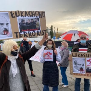 """200853228 0a2c7f8a e9ee 439b 8898 88bf9a00a559 - La Russia minaccia """"tempi lunghi"""" per i voli che deviano dalla Bielorussia. Lukashenko da Putin"""