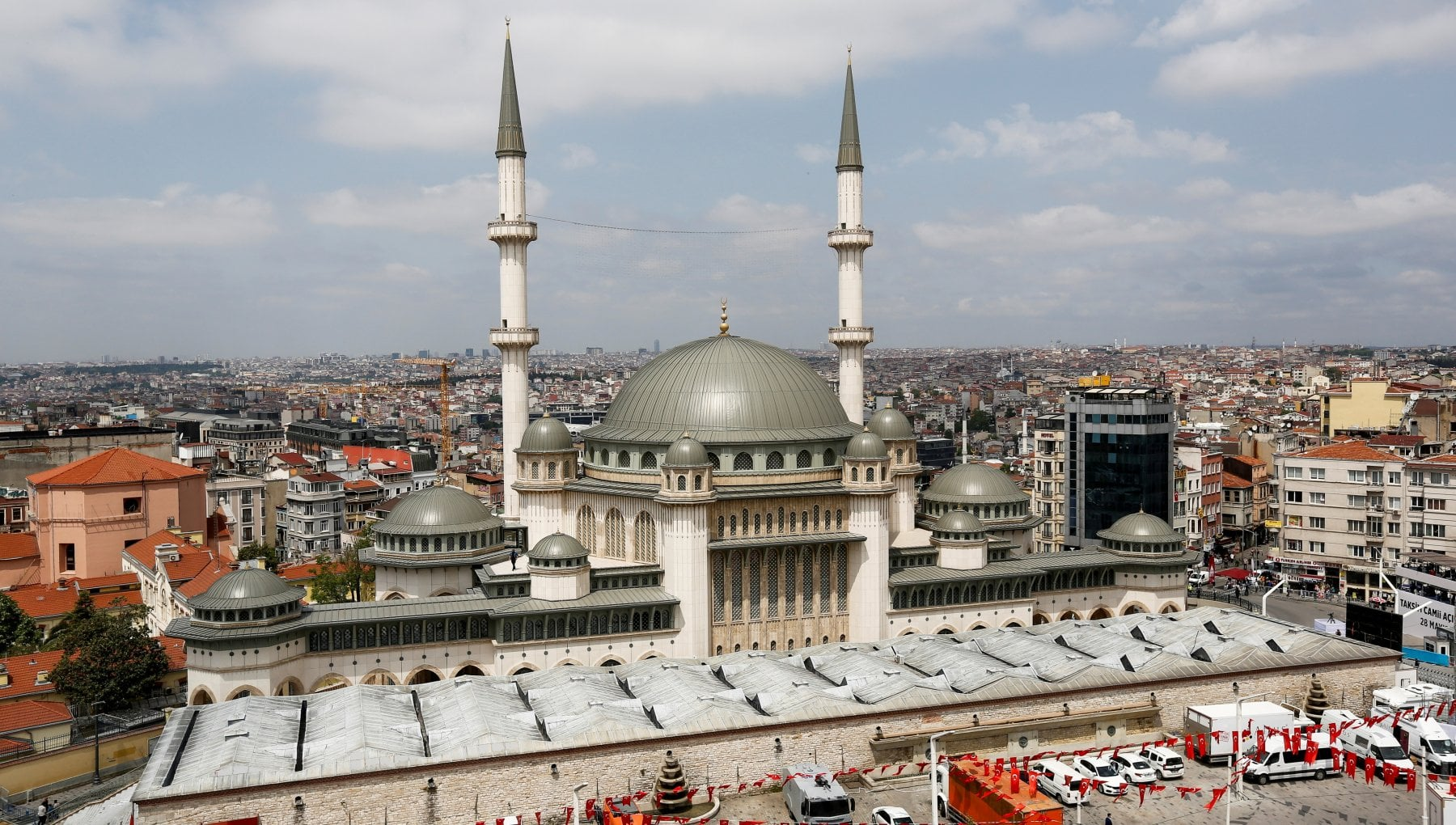 130028711 0ddb1625 be20 427e 981f 64a9e5002818 - Istanbul, Erdogan si prende Taksim: inaugurata la moschea del trionfo nella piazza simbolo della Turchia laica