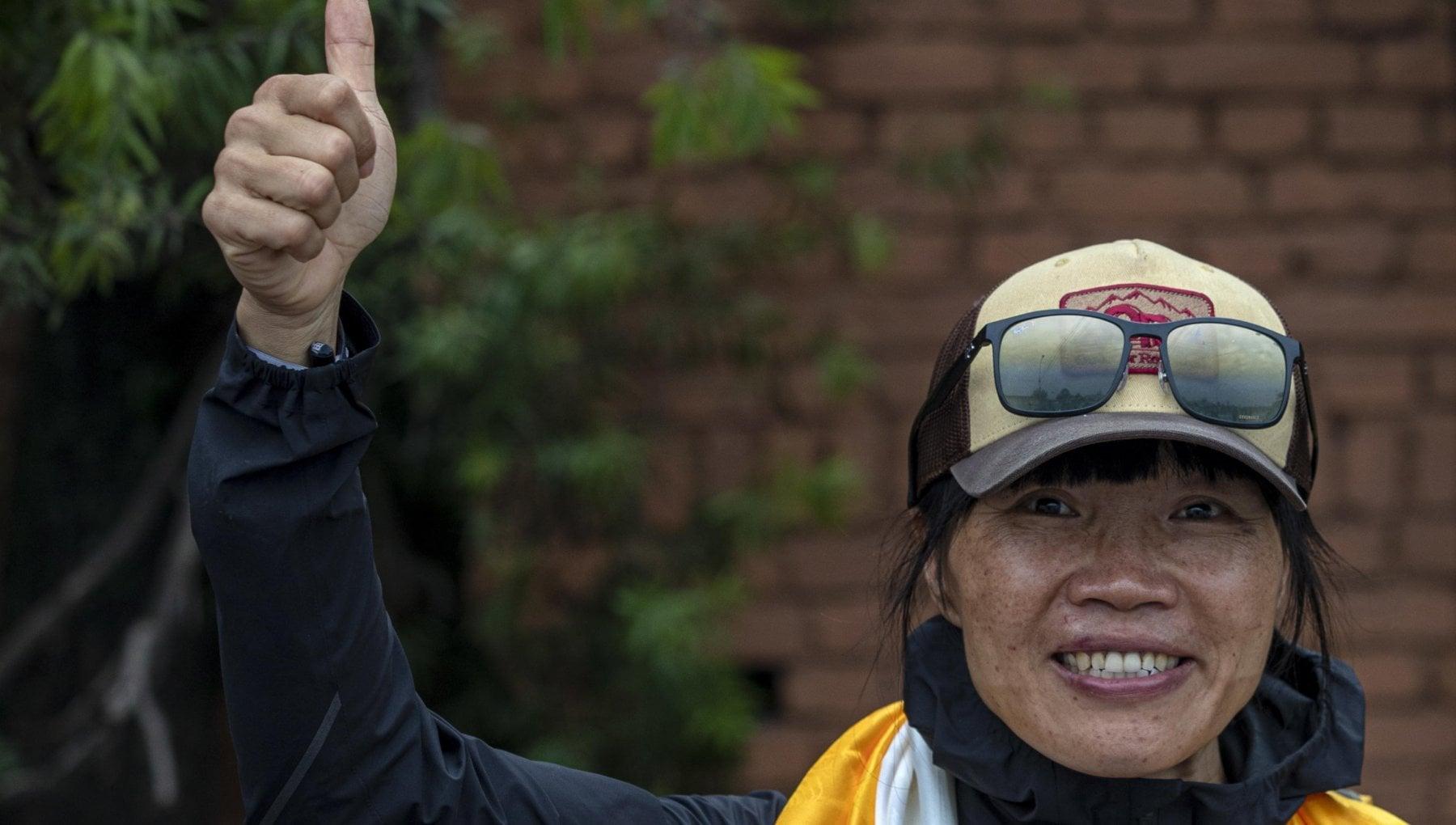170555639 9c051fef 7e9e 4ea7 a135 d1043aa936b9 - Un'insegnante fa il record di scalata all'Everest: 13 ore in meno