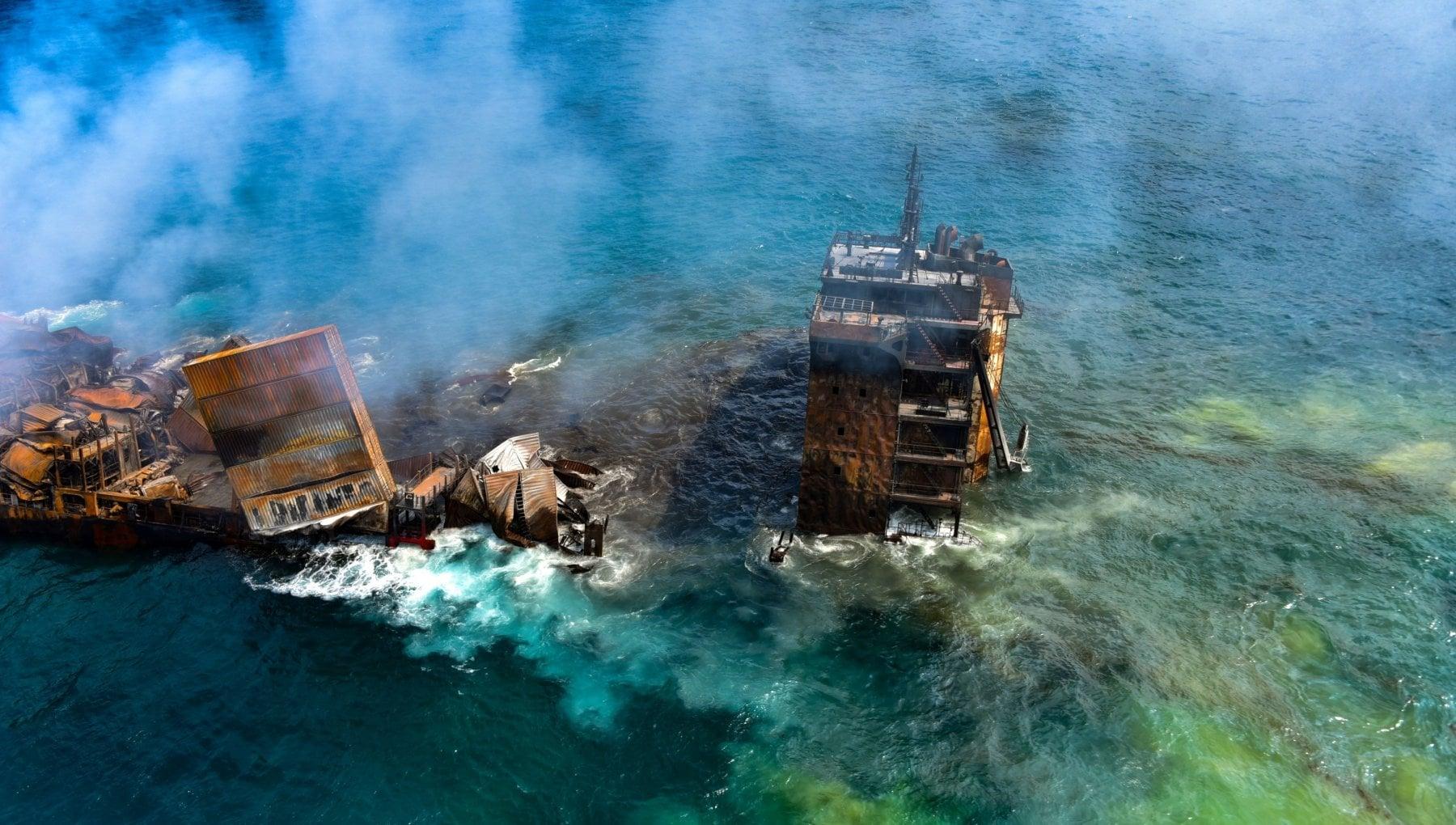 202903437 d316607c 5239 4424 b905 2da9e177af19 - Sri Lanka, disastro ambientale: affonda il cargo dei veleni