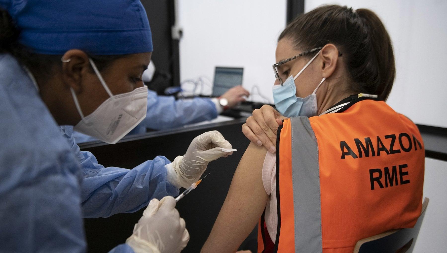 215812573 988acf73 f4ff 4fec b63e 60a9a9b78746 - Vaccini, via alle iniezioni in azienda. Ma l'adesione è volontaria