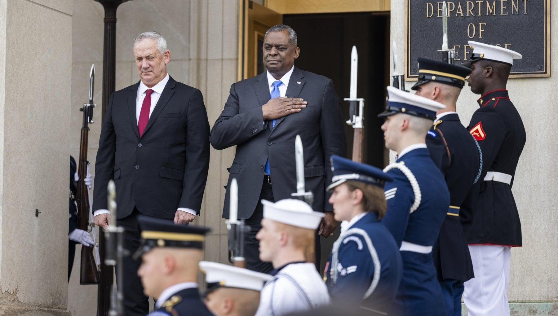 115659946 ec1fb319 ca3b 447f 88a8 62fa43a077f7 - Usa, il Pentagono conferma la decisione Trump: no alle bandiere arcobaleno nelle basi militari