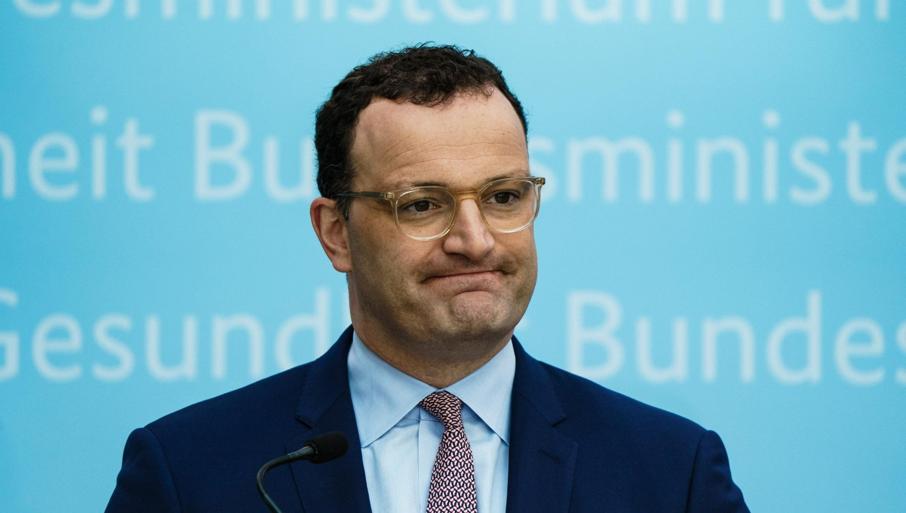 201801396 3b7363e3 ddc9 43f9 b93f 2371c8f48c16 - Germania, accuse al ministro della Salute: mascherine difettose ai disabili
