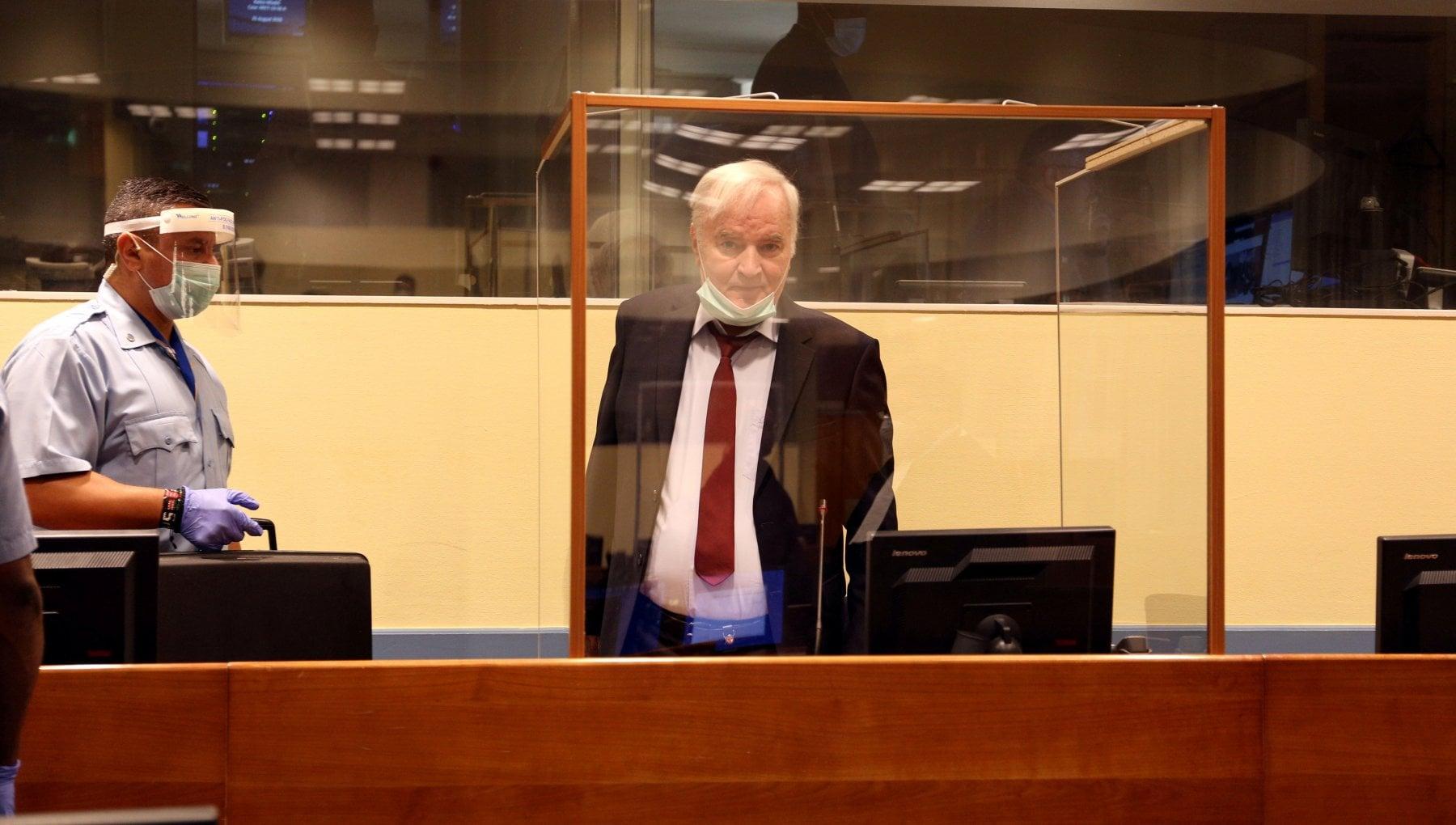 110925090 9a8ed030 1e23 4318 8d8f fa134ecefd2d - Guerra in Bosnia, attesa oggi la sentenza di appello per l'ergastolo all'ex generale Ratko Mladic