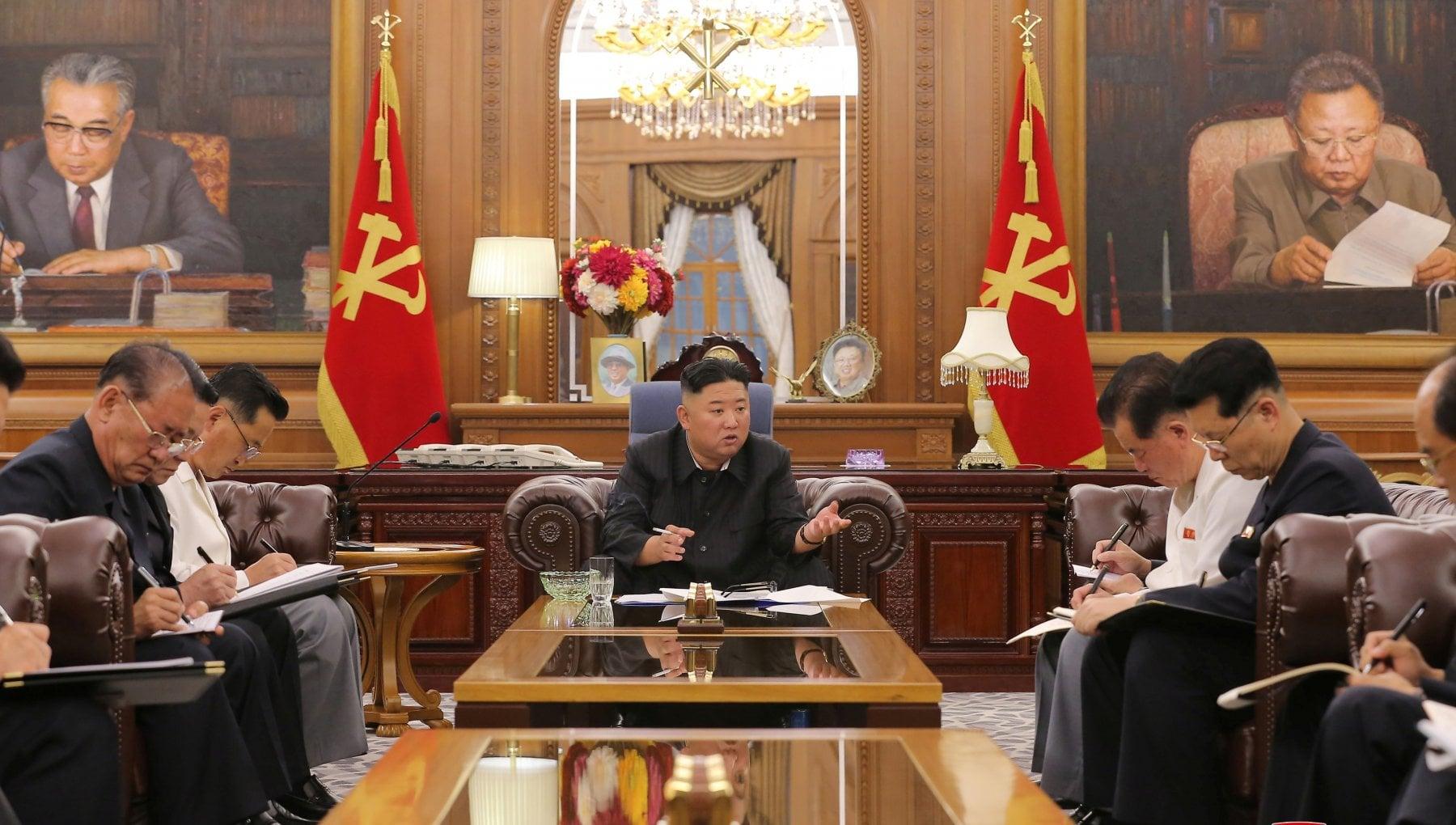 163812489 df4c5b57 942c 4c6c 8998 5a9a6d29a504 - Nord Corea, occhio al cinturino: Kim Jong-un è dimagrito. E Seul si preoccupa