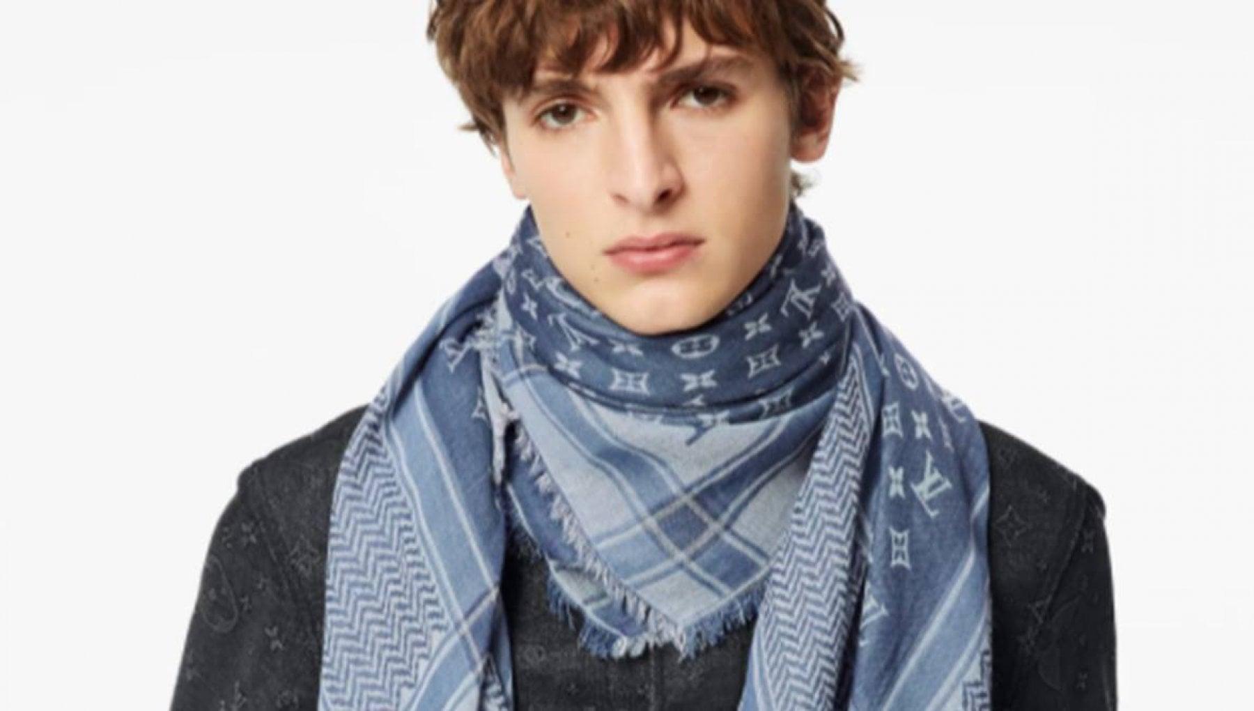 120556800 5d38f2d9 681c 4090 9f13 7253c8dfc106 - Troppe critiche online, Vuitton ritira la kefiah bianca e azzurra da quasi 600 euro