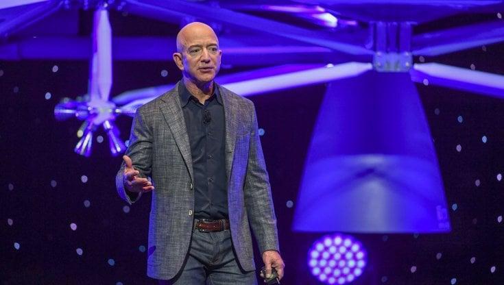 Blue Origin, venduto a 28 milioni posto per il volo spaziale con Bezos