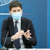 """Speranza: """"Su AstraZeneca evitare uso sotto i 60 anni. Le Regioni devono rispettare i..."""