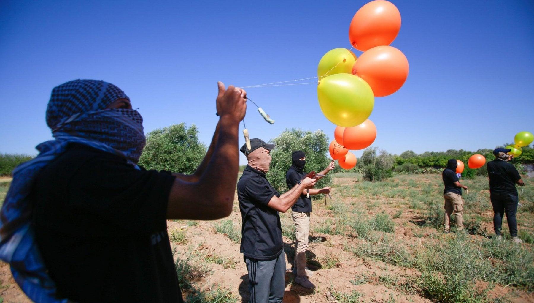 154956378 dd2c85c7 3fdc 4a9d a7d4 2492811e5951 - Israele, il governo Bennett risponde con i raid su Gaza ai palloni incendiari di Hamas