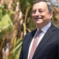 """Vaccini, Draghi: """"Chi non vuole l'eterologa, libero di fare seconda dose con AstraZeneca"""""""