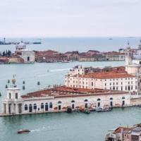 Risveglio lento a Venezia. I turisti sono tornati ma solo nei weekend