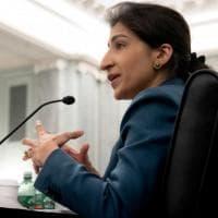 Lina Khan, 32 anni e origini pakistane: la nuova zarina dell'antitrust Usa che fa tremare...