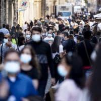 Nell'Italia bianca via le mascherine. Liberi da lunedì 28 ma solo all'aperto