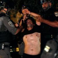 Gerusalemme, torna la tensione nel quartiere di Sheikh Jarrah: scontri e feriti