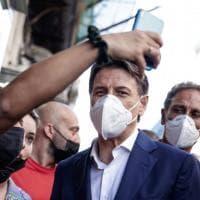 """Conte: """"Vado avanti"""". Ma oggi Grillo lo sfida nei gruppi M5S"""