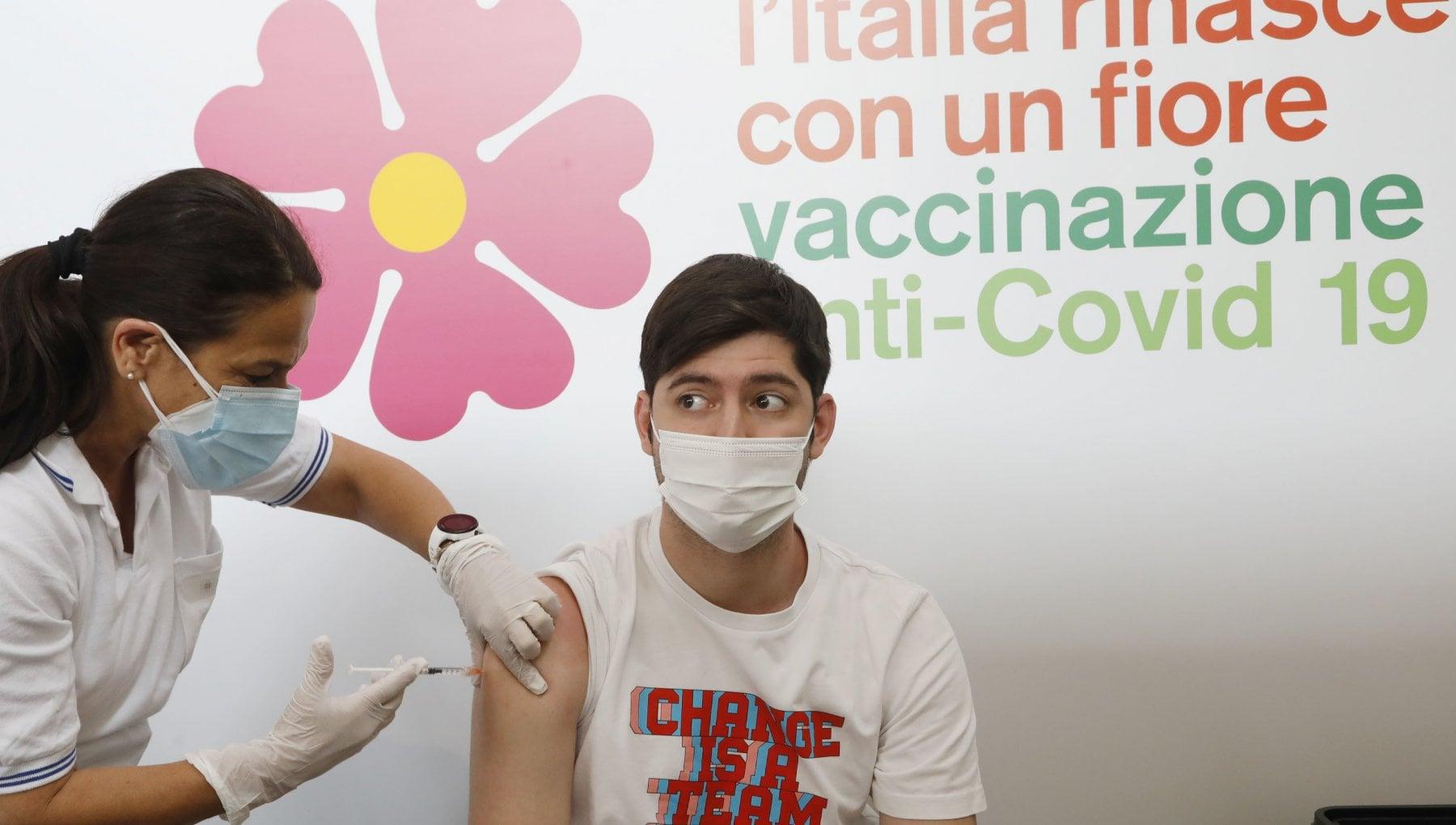 213223982 b4f0ff6e d66b 4e99 907b 06f7503f4732 - Vaccini, ora l'Italia vuole correre: si tratta per anticipare le consegne