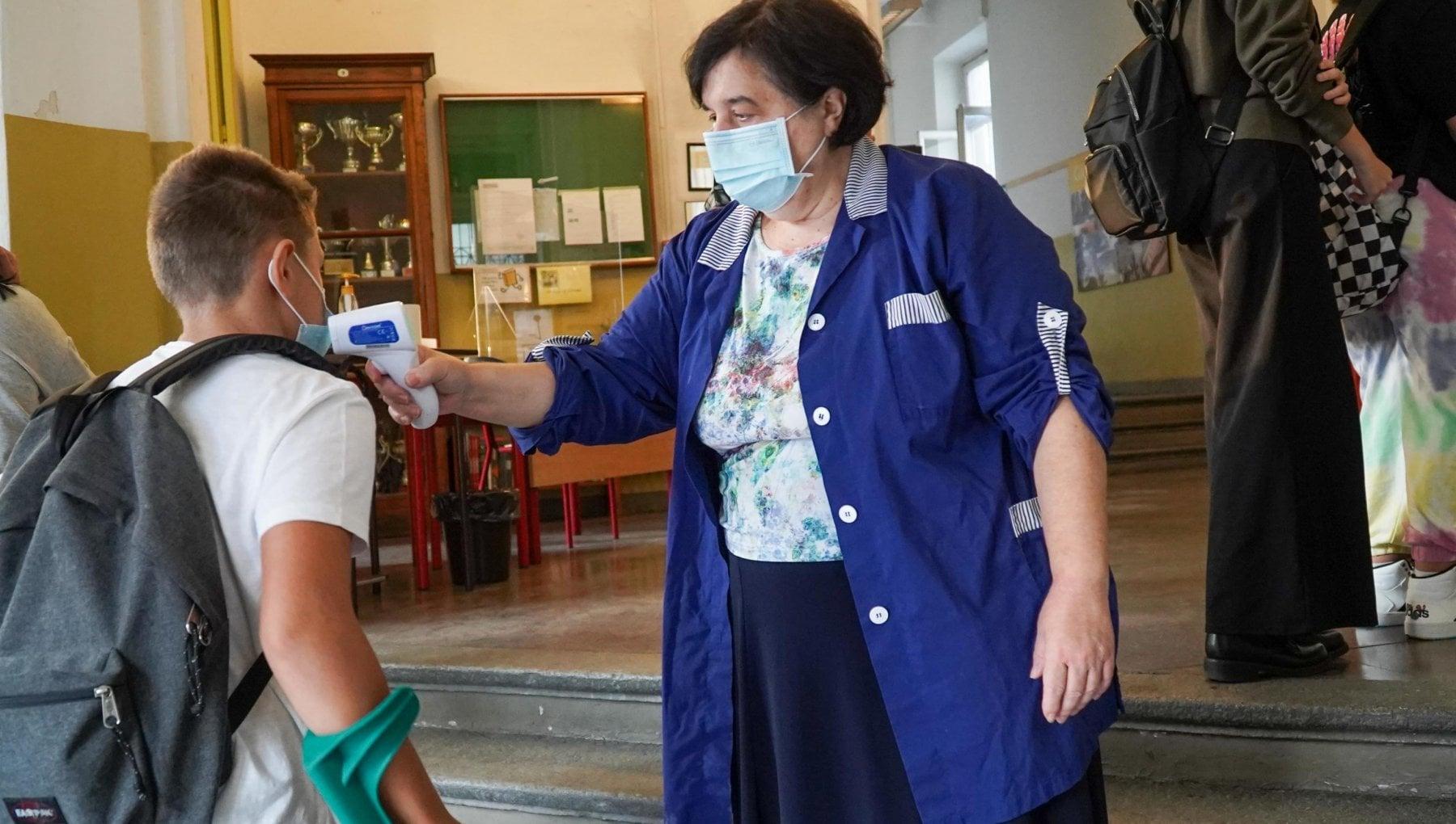 """224543413 a2ed8baf ee21 4f8b 9810 7969b4bd5eb4 - """"Scuola, no a un altro anno in Dad"""". Ed è lite sulle classi per soli vaccinati"""