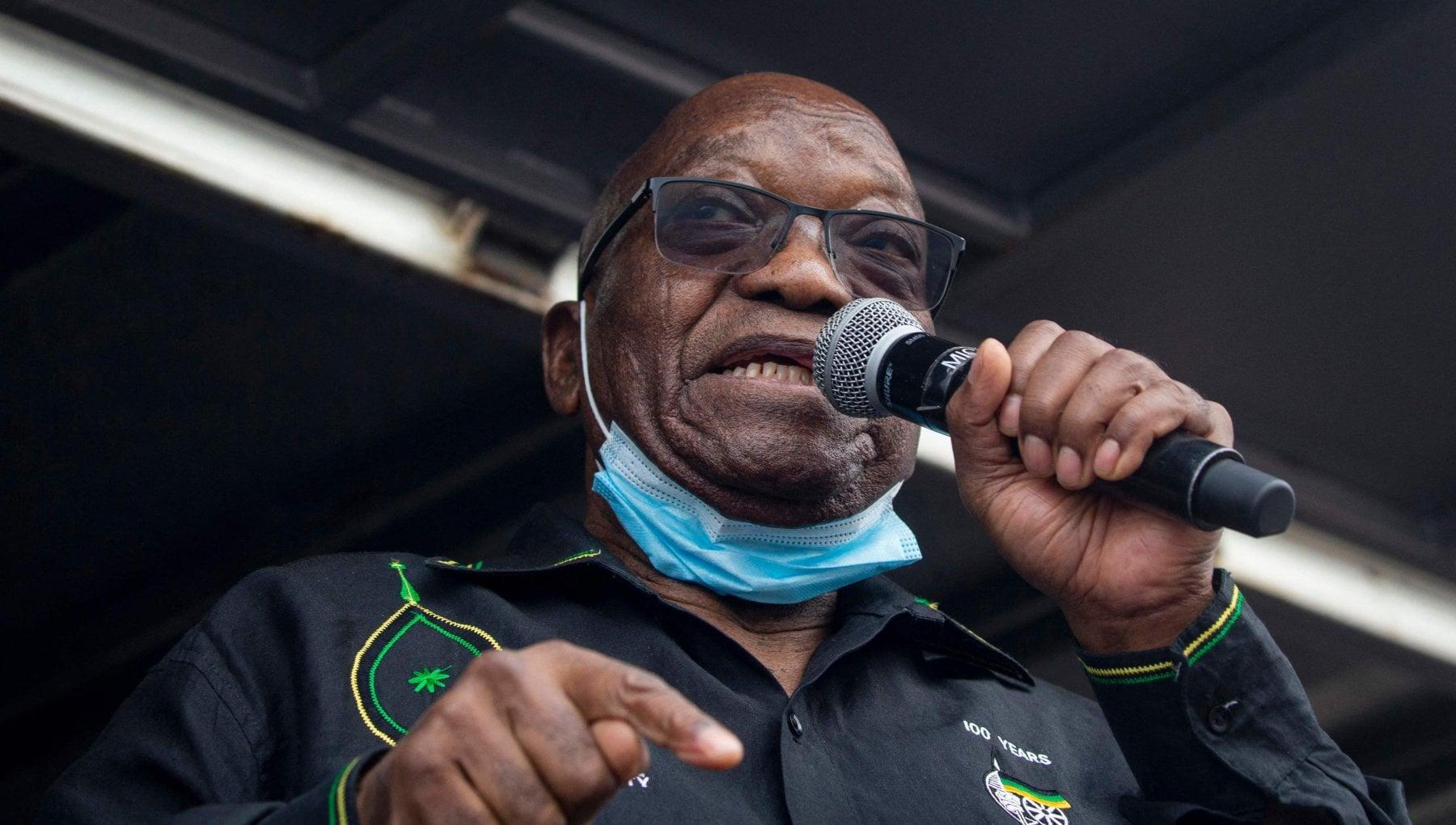 061151933 21c66932 8572 4dff afd7 ada583de1fd7 - Sudafrica, ex presidente Zuma si costituisce: deve scontare 15 mesi di carcere