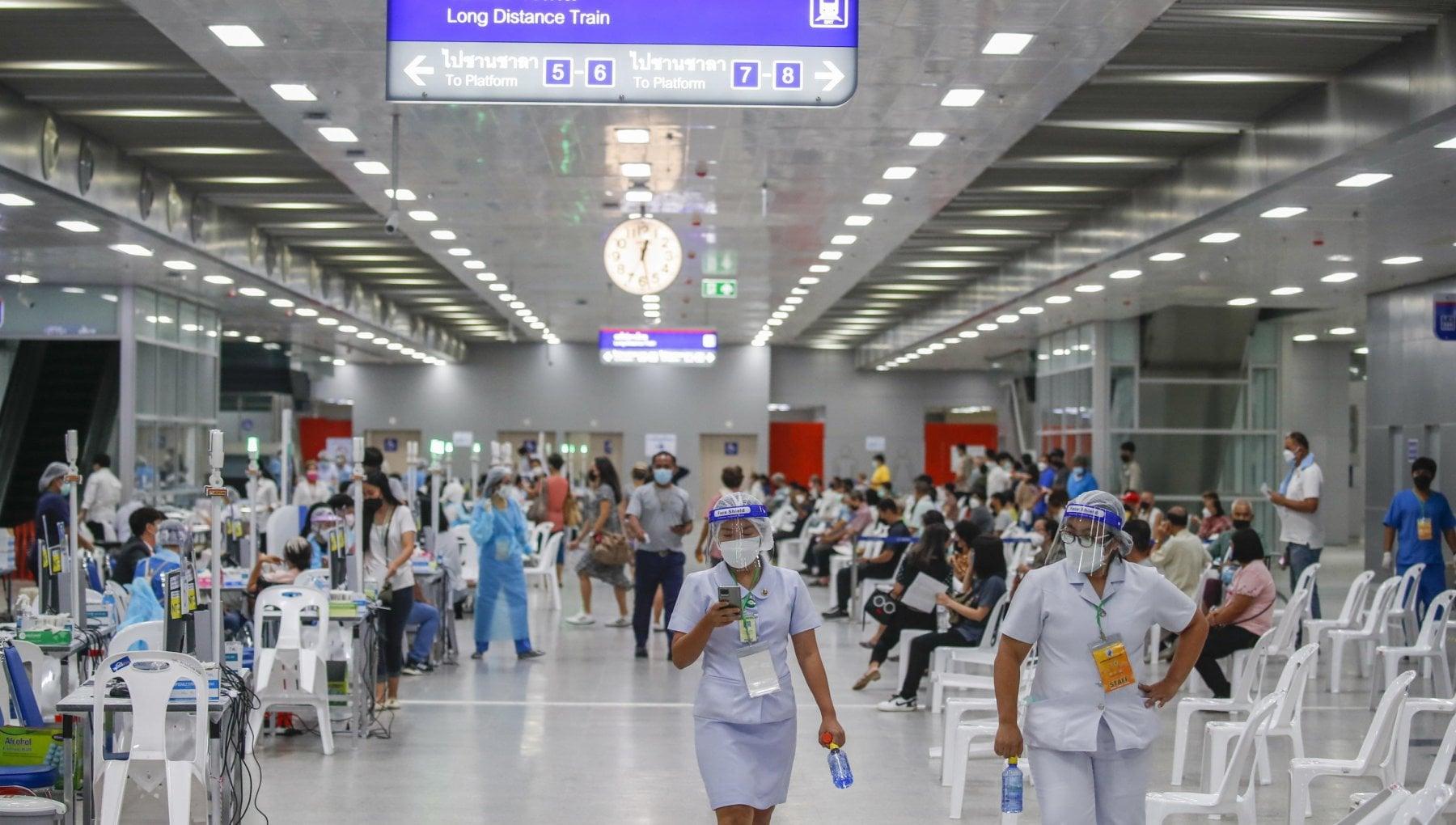 133249022 f2179e14 90c2 4c0c 9010 030f4e5a9525 - Thailandia, la rivolta dei medici contro il governo: mancano test e vaccini, il paese verso il disastro