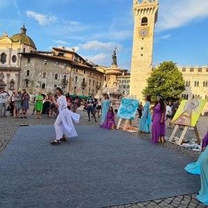 """Trento, gli artisti si riappropriano della città: """"Puntiamo su giovani e cultura per eliminare le distanze"""""""